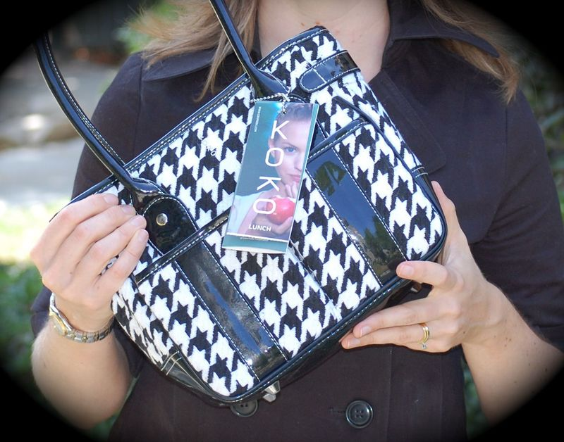 Looks like a very cute purse. You know you want it!